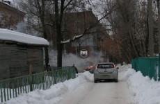 На улице Попова в Пензе вспыхнул легковой автомобиль
