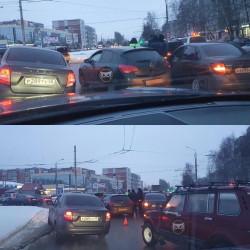 В пензенском микрорайоне Арбеково образовалась серьезная пробка из-за ДТП