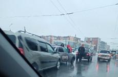 В пензенском микрорайоне Арбеково образовалась гигантская пробка из-за ДТП