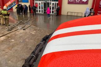 Пожар в бургерной Кузнецка тушили 25 человек