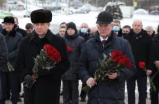 В Пензе Владимир Семашко и Иван Белозерцев возложили цветы к Вечному огню