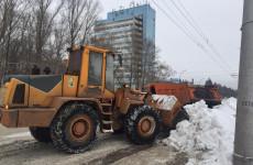 Более 100 спецмашин очищают от снега дороги и дворы Пензы
