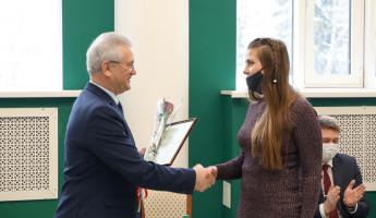 В Пензе губернатор вручил сертификаты молодым семьям