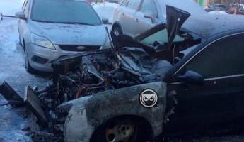 На улице Ленина в Пензе огонь уничтожил легковой автомобиль