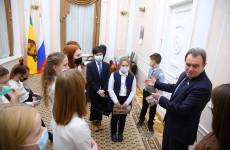 Юным блогерам устроили экскурсию по зданию пензенского парламента