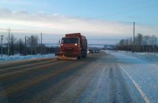 В Пензенской области более 150 спецмашин очищают дороги от снега
