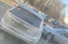 В Пензе улица Мира встала в пробке из-за ДТП с двумя легковушками