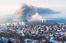 В Пензе ночью пожарные тушили большой пожар в ангаре