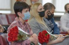 В Железнодорожном районе поздравили женщин с наступающим праздником