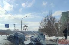 «Дорога перекрыта». На улице Ладожской в Пензе столкнулись две машины