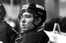 Смертельный хоккей: 19-летний юноша умер после попадания шайбы в голову