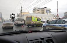 В центре Пензы столкнулись две маршрутки. На месте работают врачи
