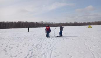 В Пензе бесстрашных рыбаков  предупредили об опасности выхода на лед