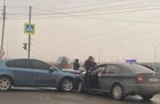 В Пензе две легковушки не поделили дорогу