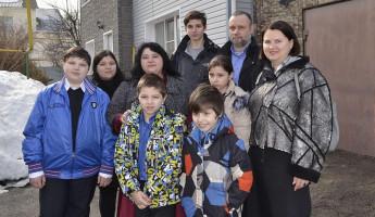 Многодетной семье из Пензы подарили трехэтажный дом