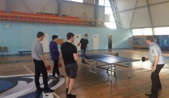 Пензенские полицейские сыграли в теннис со школьниками