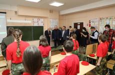 В селе Чемодановка Олег Мельниченко посетил школу имени С.Е. Кузнецова