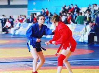 Первое место на турнире по самбо заняла сборная Пензенской области
