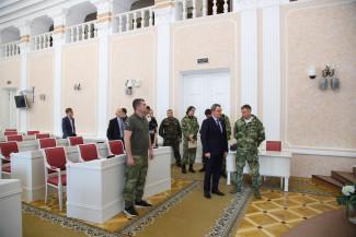 Орловским поисковикам устроили экскурсию по зданию пензенского парламента