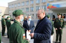 Олег Мельниченко проводил в армию пензенских призывников