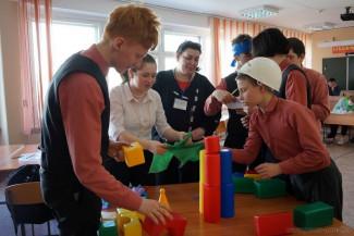 Пензенские школьники попробовали себя в роли банкиров и строителей