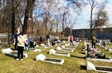 С кладбищ Пензы вывезли более 80 кубометров мусора