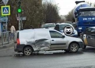 На улице Калинина в Пензе раскурочило две машины. ФОТО