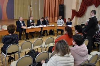 Жители Арбекова пожаловались мэру Пензы на нехватку мест в школах и детских садах