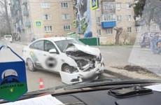 В Пензе такси за секунды превратилось в груду металла