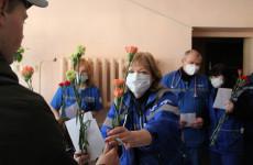 Пензенские волонтеры устроили сюрприз сотрудникам «скорой помощи»