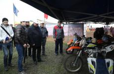 Олег Мельниченко побывал на открытии чемпионата по мотокроссу в Бековском районе
