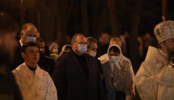 В Пензе Олег Мельниченко побывал на Пасхальном богослужении