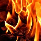 С серьезным ночным пожаром в Пензе боролись около 30 человек