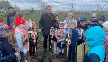 Яблони, поздравление ветеранов и открытие мемориала: Валерий Лидин посетил Сердобск