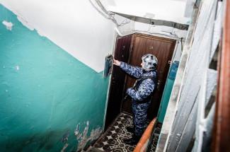 В поисках сестры мужчина проломил дверь в пензенском общежитии