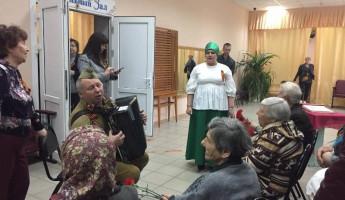В поселке Монтажный организовали концерт для ветеранов