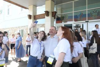 Олег Мельниченко наградил победителей форума «Сурские ласточки»