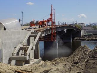 На Бакунинском мосту в Пензе завершили устройство всех опор