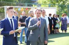 В Пензе Валерий Лидин поздравил выпускников школы №58