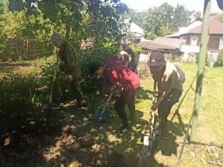 В Пензе волонтеры помогли ветеранам вскопать огород