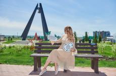 В Спутнике установили скамьи из переработанного пластика