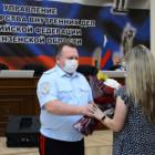 Начальник регионального УМВД Павел Гаврилин вручил жительнице Пензы благодарственное письмо