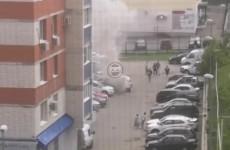 В Пензе на парковке возле многоквартирных домов загорелся автомобиль