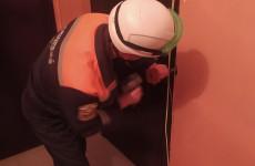 Пензенские спасатели вызволили больного мужчину из квартирного плена