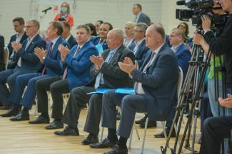 Классическая схема «паровоза». Олег Мельниченко поведет партию власти на выборы?