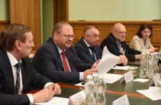 Мельниченко поручил привести в порядок дворы и дороги в Заречном