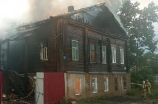 В Пензенской области полыхающее здание тушили 17 человек