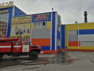 В Кузнецке в торговом центре произошел пожар