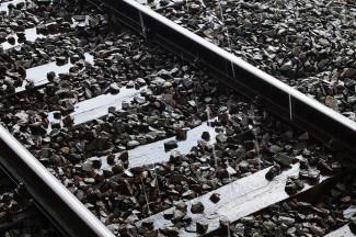 В Пензенской области под колесами поезда погибла молодая женщина