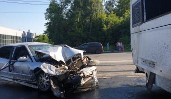 В крупном ДТП на проспекте Победы в Пензе пострадали пять человек